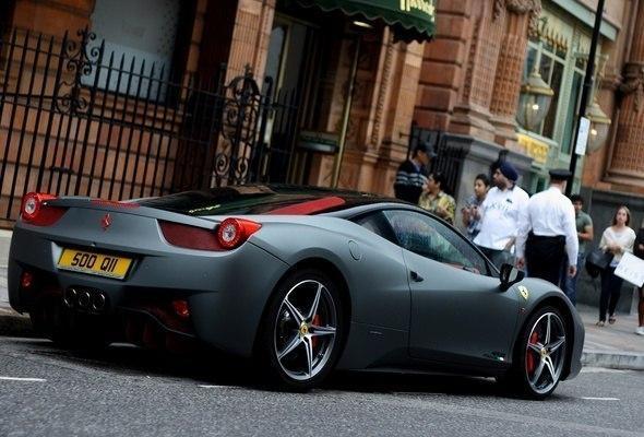 Залог под кредит - спортивный Ferrari стоимостью 250 000 долларов