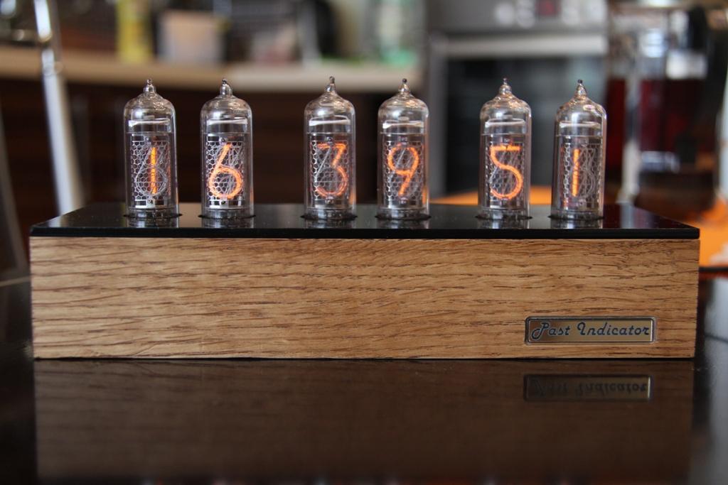 Часы на лампах от мастерской Past Indicator (Nixie Clock)