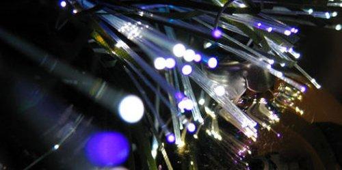 Новый мировой рекорд скорости передачи данных - 1 петабит в секунду по оптоволоконному кабелю на расстояние более чем 50 километров.
