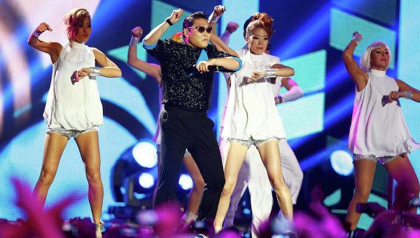 Клип певца PSY Gangnam style стал самым популярным в истории YouTube