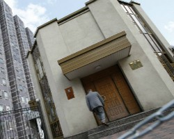 Фотохудожник из России попросил Следственный комитет проверить наличие Бога и наказать руководство церкви