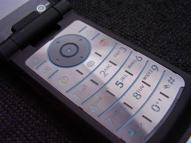 11 мобильных телефонов могут оставить мегаполис без связи
