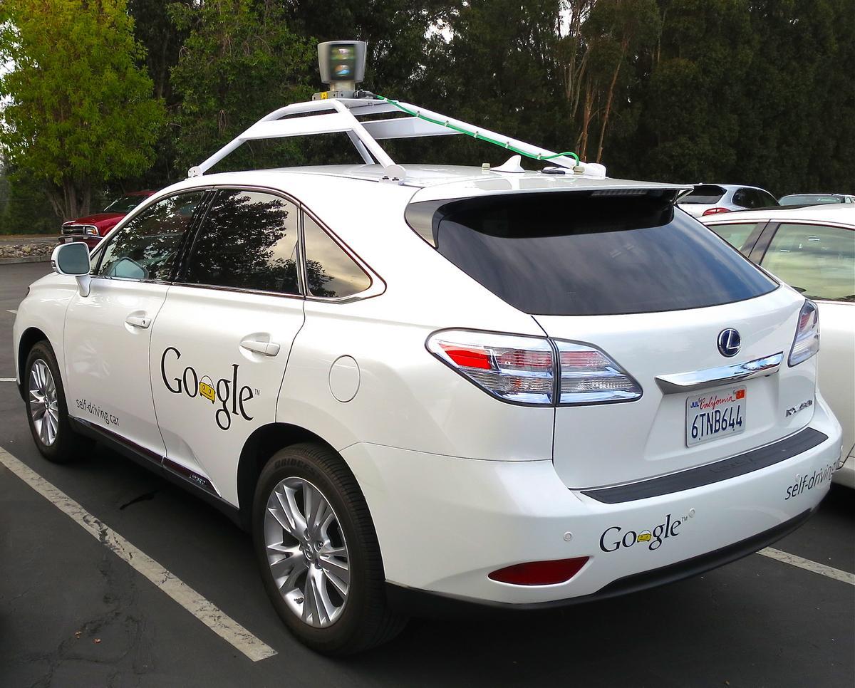 Google: самоуправляемые автомобили более безопасны, чем автомобили, управляемые профессиональными водителями