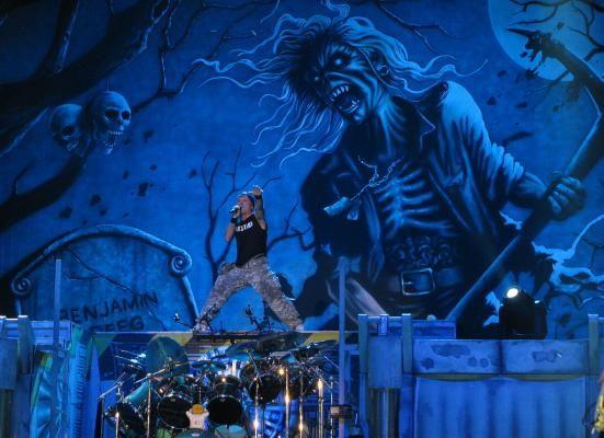 Iron Maiden зарабатывает миллионы на концертах для пиратов