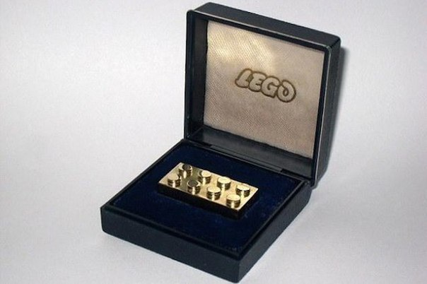 Необычная традиция Lego